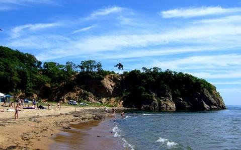 La baie  Lazournaïa (Chamora)